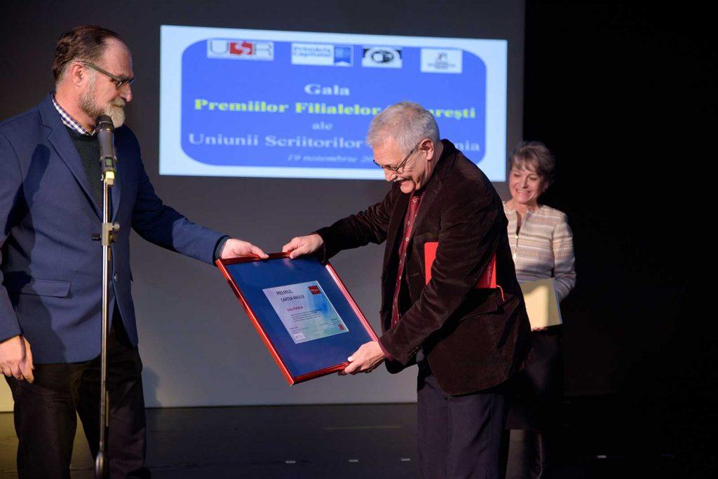 Liviu Franga primește premiul Cartea Anului © foto Savu Mihuț