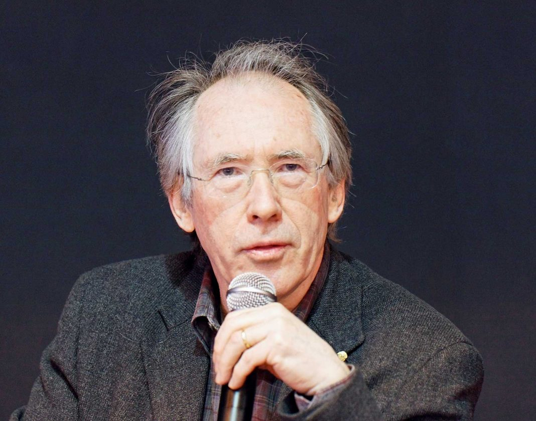 L'écrivain britannique Ian McEwan, photographié au salon du livre de Paris 2011 © https://commons.wikimedia.org/wiki/User:Thesupermat