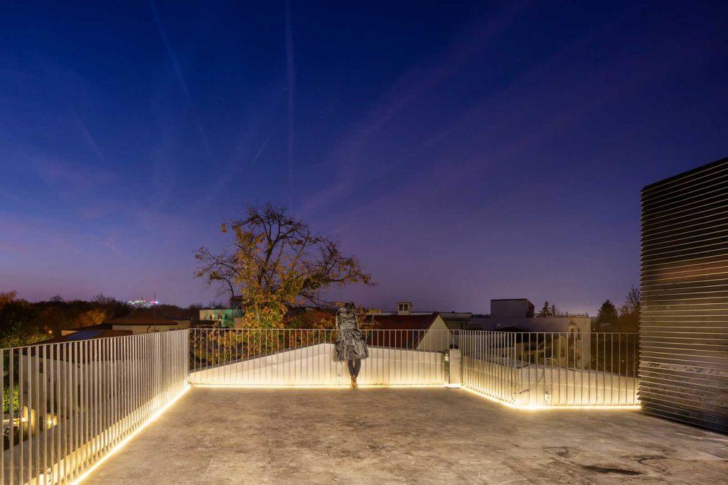 Seara pe terasă de la ultimul etaj © foto Cosmin Dragomir