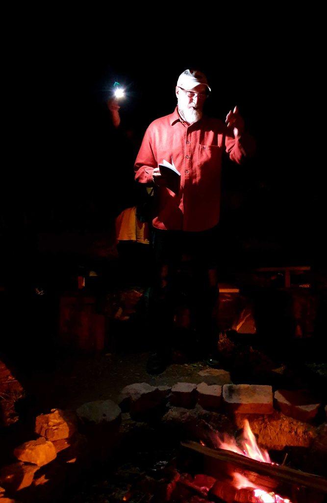 Peter Sragher lectură la cabana Fluturica © foto Sorina Rîndașu