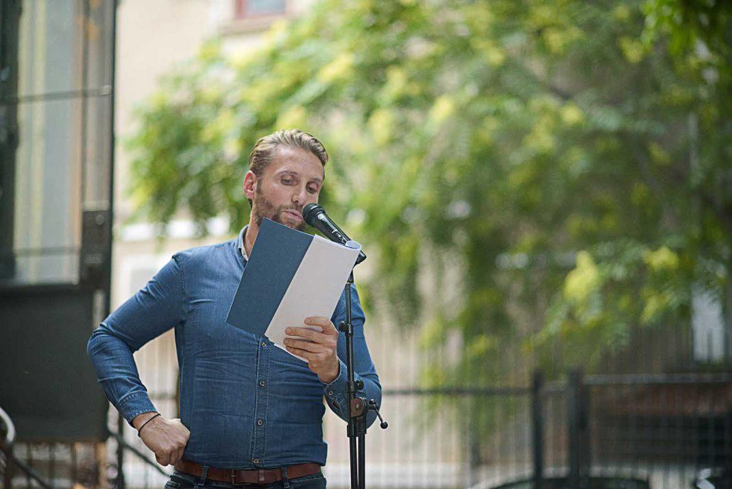 Stéphane Meuret recitând la MNLR © foto Mihuț Savu