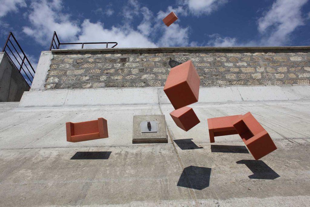 Josef Trattner - Fliegende Sofas © foto Landesgalerie Niederösterreich