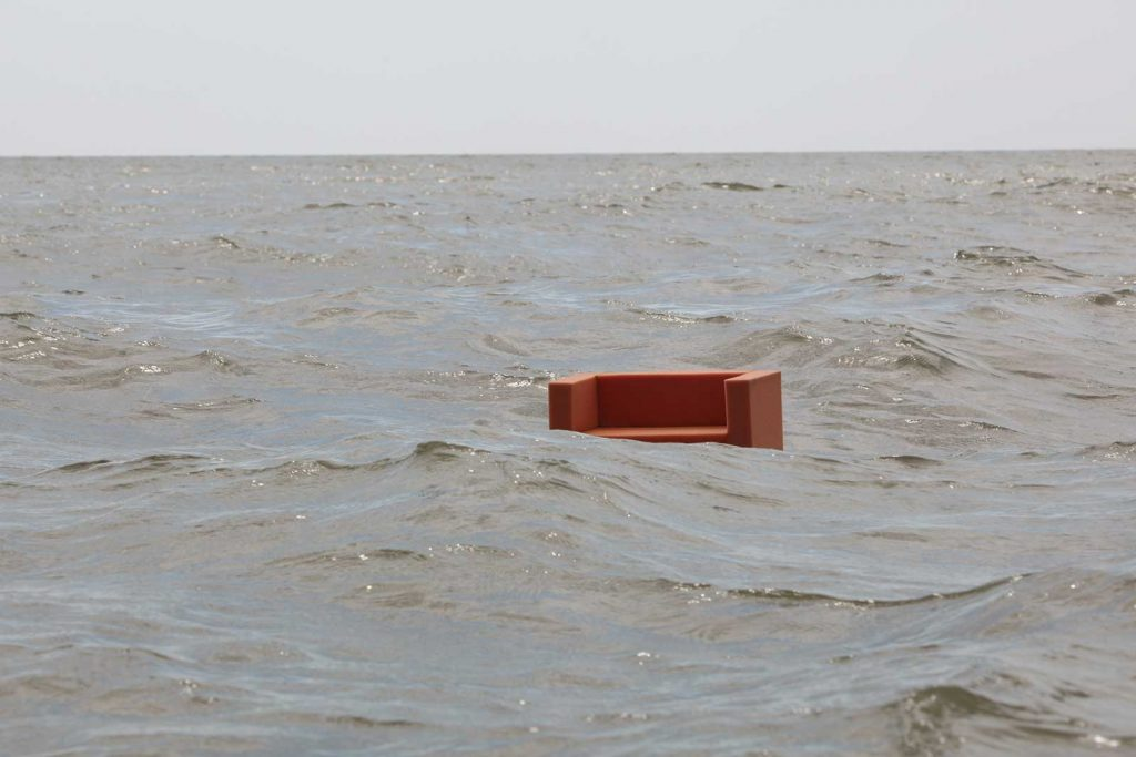 Josef Trattner - Sofa am Meer © foto Landesgalerie Niederösterreich
