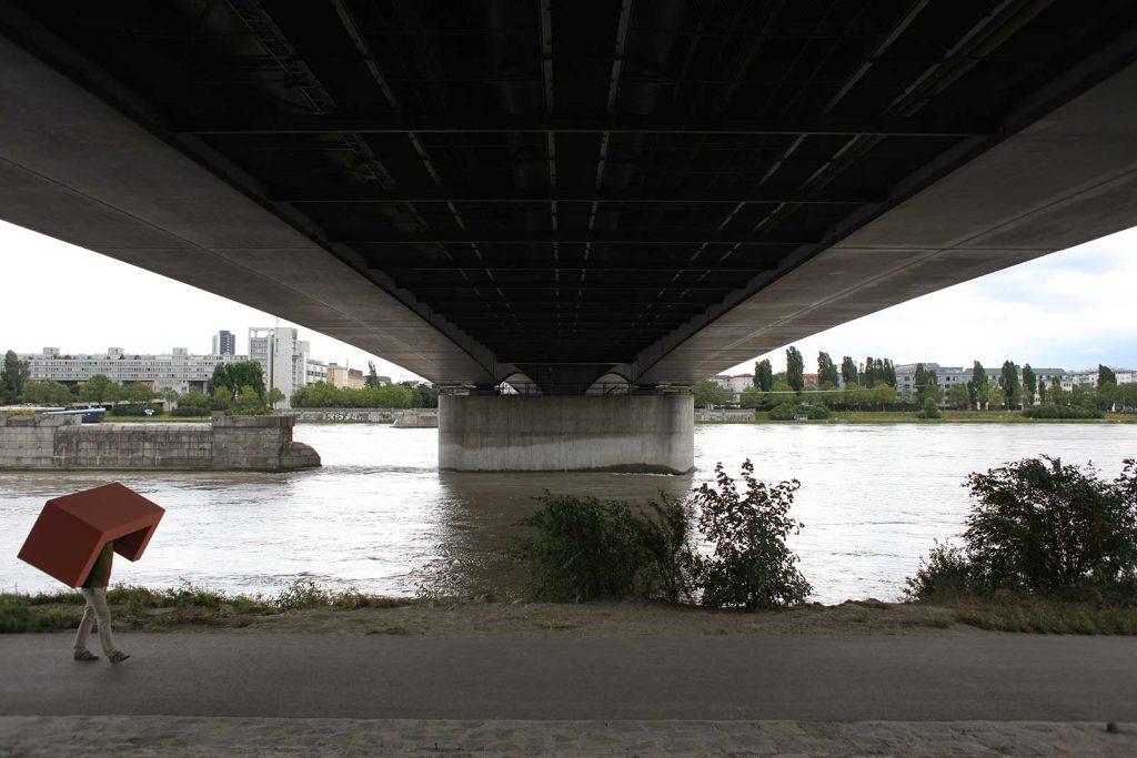 Josef Trattner Sofa unter der Brücke © foto Landesgalerie Niederösterreich